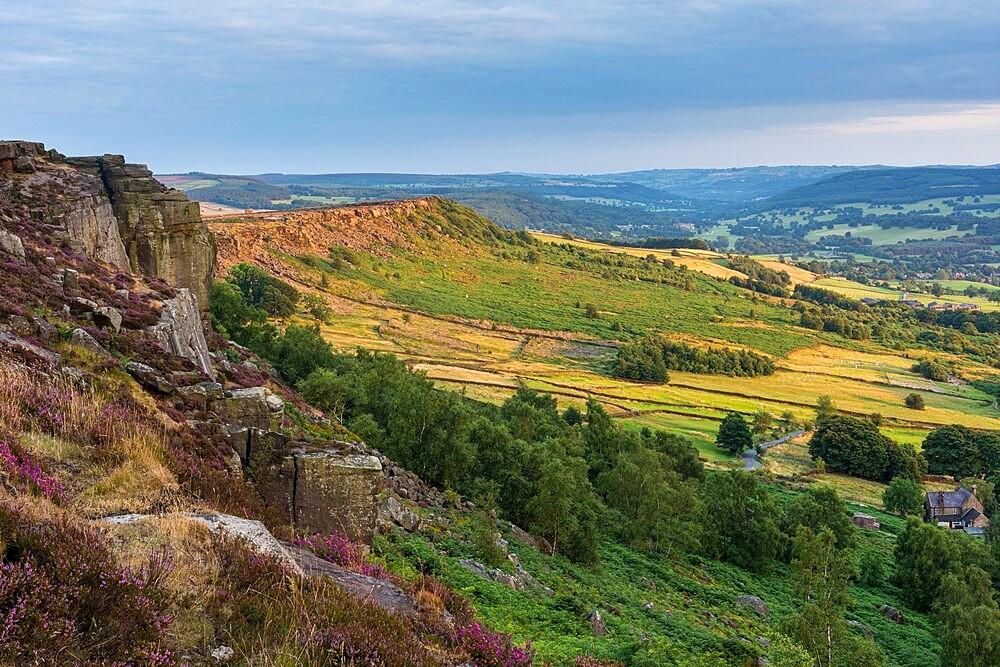 View from Curbar Edge looking towards Baslow Edge, Curbar Gap, Dark Peak, Peak District N.P., Derbyshire, England, august, - 1200-375