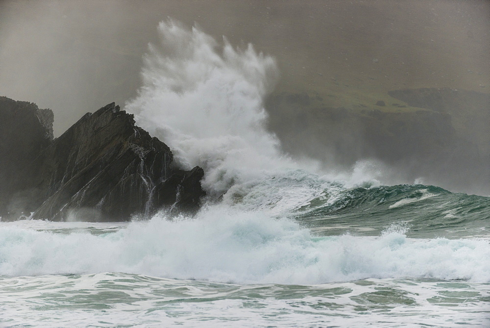 Waves crashing on rocks, Clogher Bay, Clogher, Dingle Peninsula, County Kerry, Ireland, British Isles - 1200-69