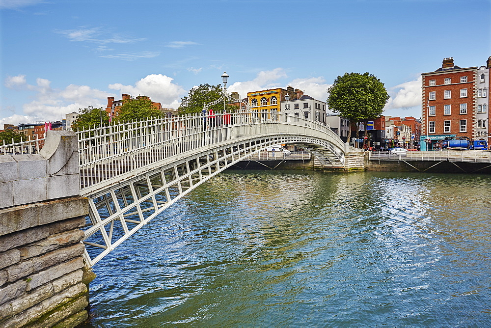 Ha'penny Bridge across the River Liffey, Dublin, Republic of Ireland, Europe
