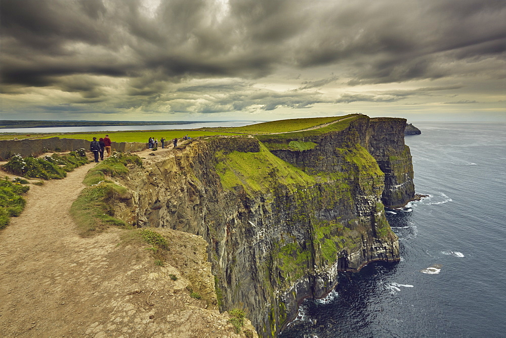The Cliffs of Moher, near Lahinch, County Clare, Munster, Republic of Ireland, Europe - 1202-114