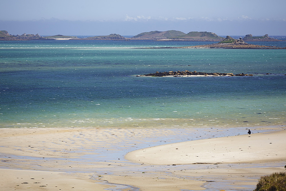 The magnificent sands of Pentle Bay, on the island of Tresco, with a view towards the Eastern Isles, Isles of Scilly, England, United Kingdom, Europe