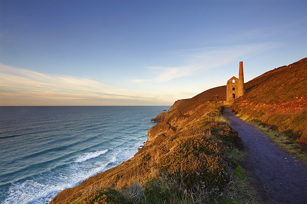 Evening sunlight on the ruins of a tin mine, on the Atlantic coast of Cornwall. Wheal Coates mine, near St Agnes.