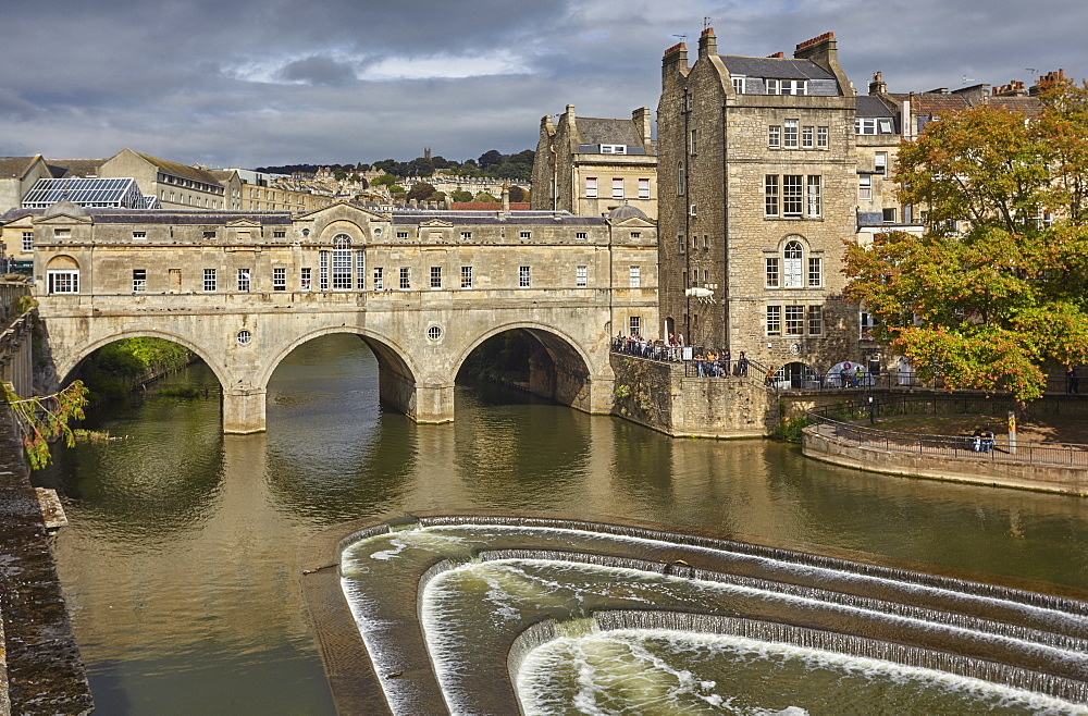 The unique 18th century Pulteney Bridge spanning the River Avon, in the heart of Bath, Somerset, Great Britain.