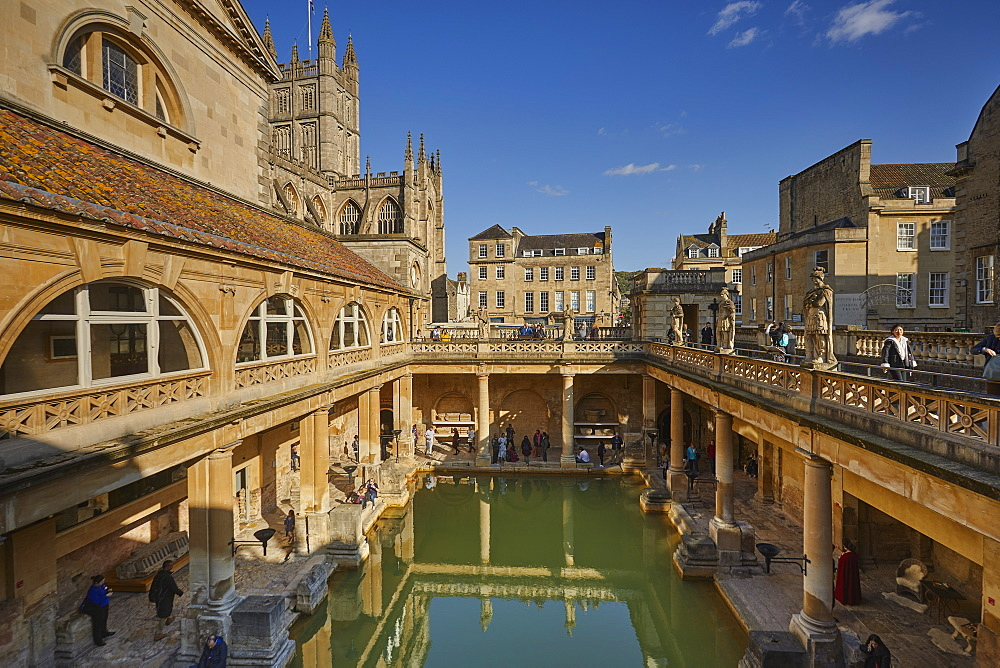 The main pool at the Roman Baths, with Bath Abbey behind, in Bath, Somerset, Great Britain.