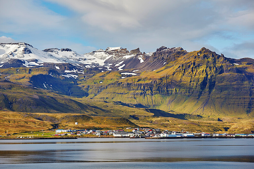 A classically rugged landscape overshadows the town of Grundarfjordur, on the Snaefellsnes peninsula, western Iceland, Polar Regions - 1202-419
