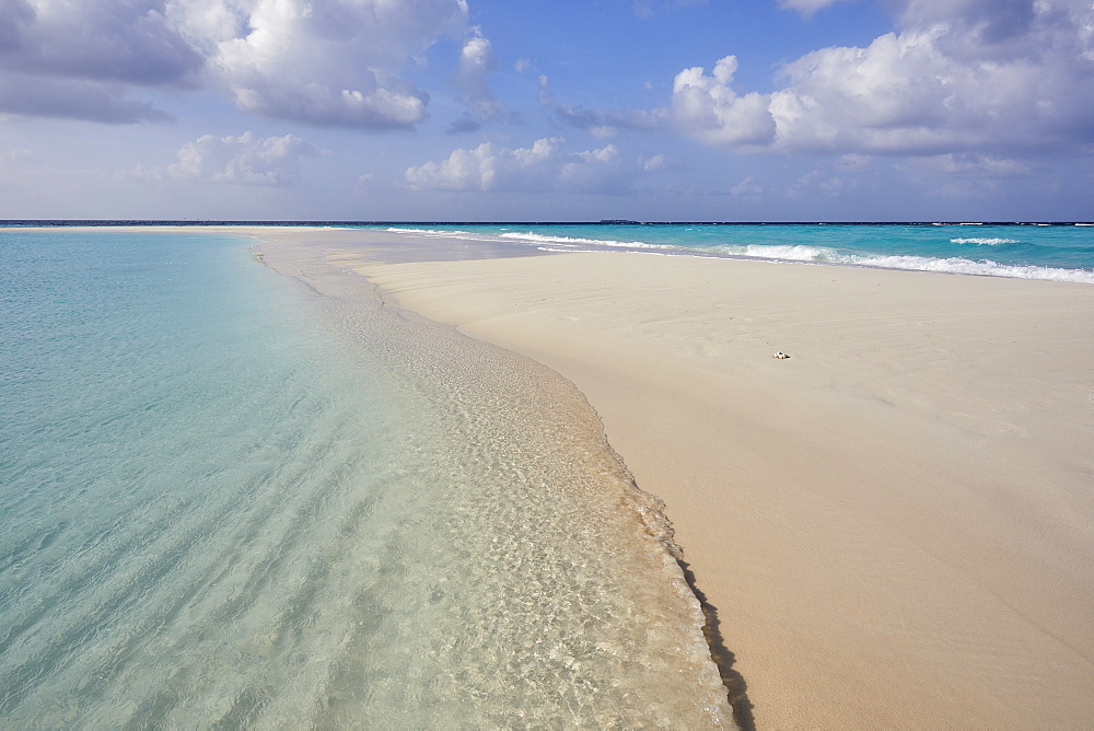 A tropical island sand bar, on Havodda island, in Gaafu Dhaalu atoll, in the far south of The Maldives, Indian Ocean, Asia - 1202-460