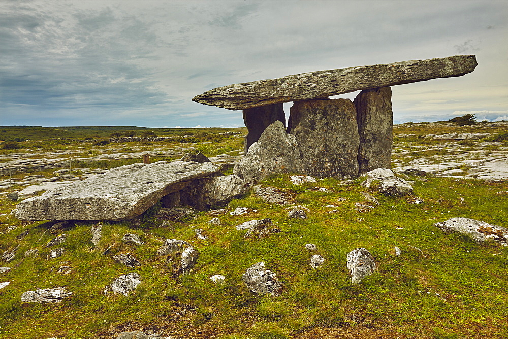 The Poulnabrone dolmen, prehistoric slab burial chamber, The Burren, County Clare, Munster, Republic of Ireland, Europe