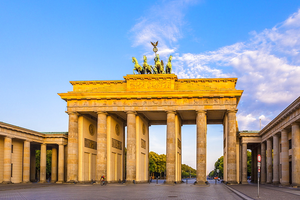 Early morning at the Brandenburg Gate, Berlin, Germany, Europe - 1207-525