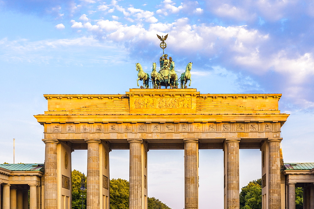Early morning at the Brandenburg Gate, Berlin, Germany, Europe - 1207-526