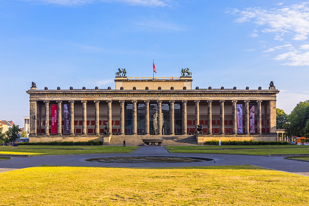 The Old Museum in Berlin, Lustgarten in front on Museum Island, UNESCO World Heritage Site, Berlin, Germany, Europe - 1207-530