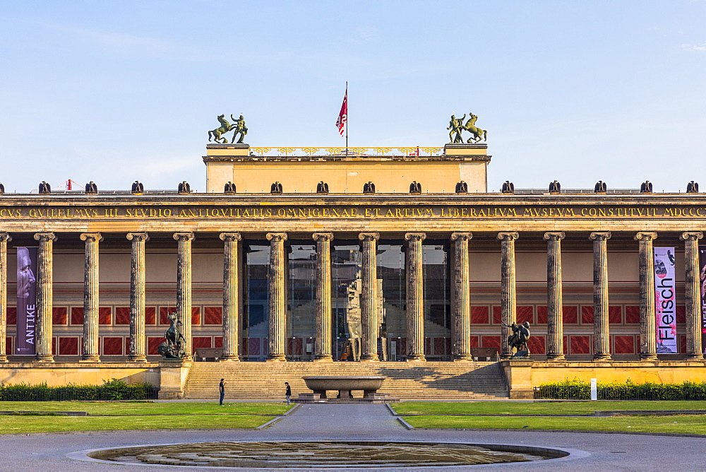 The Old Museum in Berlin, Lustgarten in front on Museum Island, UNESCO World Heritage Site, Berlin, Germany, Europe - 1207-533