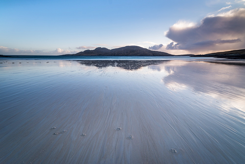 Bagh a Deas (South Beach), Vatersay, Outer Hebrides, Scotland. The uninhabited island of Sandray in the distance. - 1209-185
