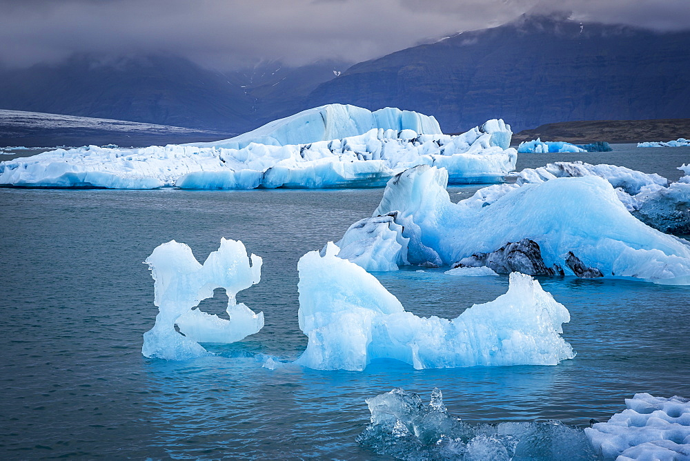 Icebergs floating in the Glacier Lagoon beneath Breidamerkurjokull glacier, Jokulsarlon, Vatnajokull, Iceland, Polar Regions - 1213-71