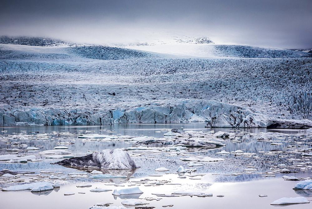 Icebergs floating in the Glacier Lagoon beneath Breidamerkurjokull glacier, Jokulsarlon, Vatnajokull, Iceland, Polar Regions - 1213-72