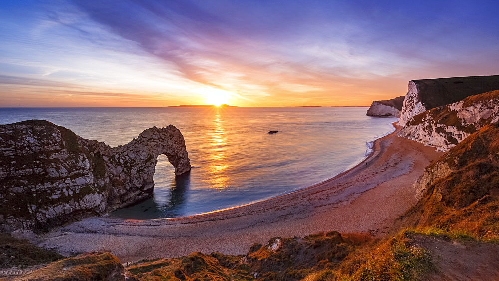 A winter's sunset over Durdle Door on the Jurassic Coast, UNESCO World Heritage Site, Dorset, England, United Kingdom, Europe