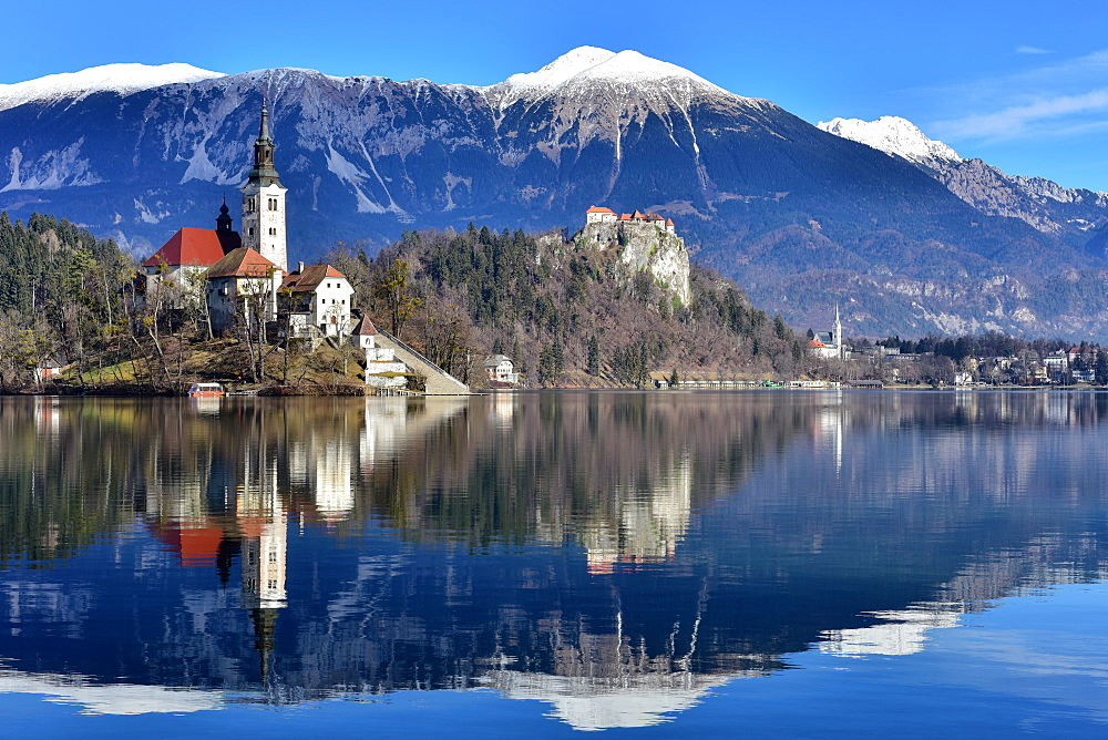 Lake Bled with Santa Maria Church (Church of Assumption), Gorenjska, Julian Alps, Slovenia, Europe