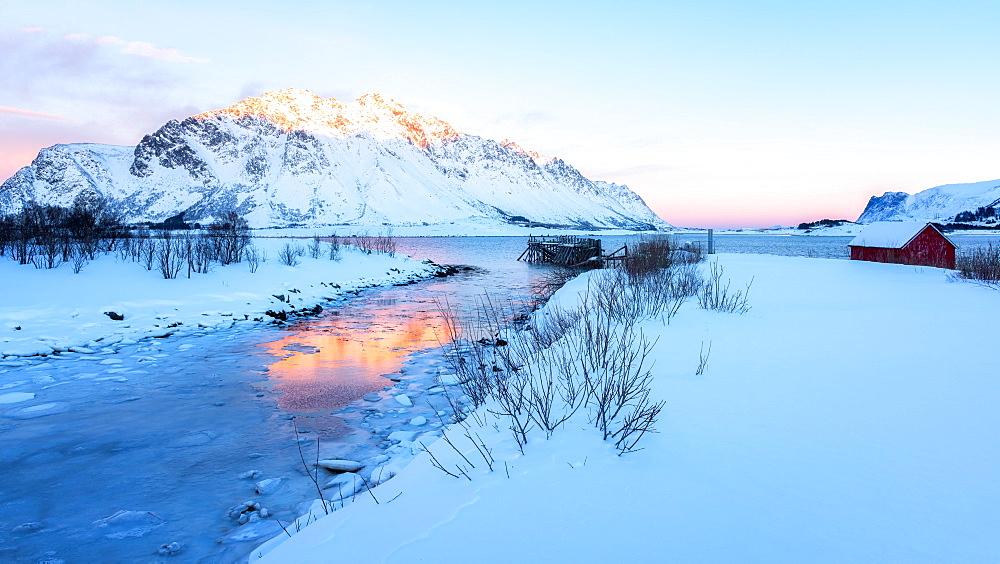 Winter's day in Lofoten, Lofoten Islands, Nordland, Arctic, Norway, Europe - 1216-429