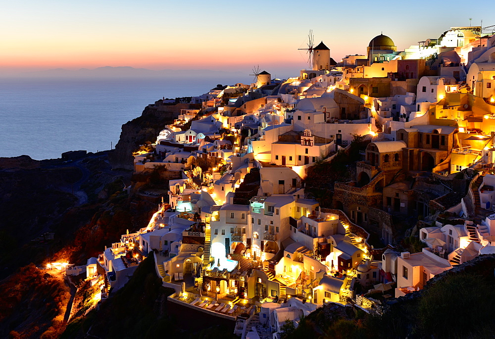 Oia at sunset, Santorini, Cyclades, Aegean Islands, Greek Islands, Greece, Europe - 1216-455