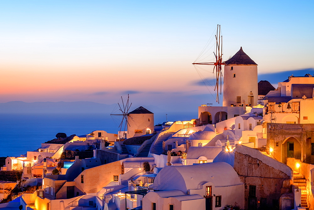 Windmill and traditional houses, Oia, Santorini (Thira), Cyclades Islands, Greek Islands, Greece, Europe - 1216-54