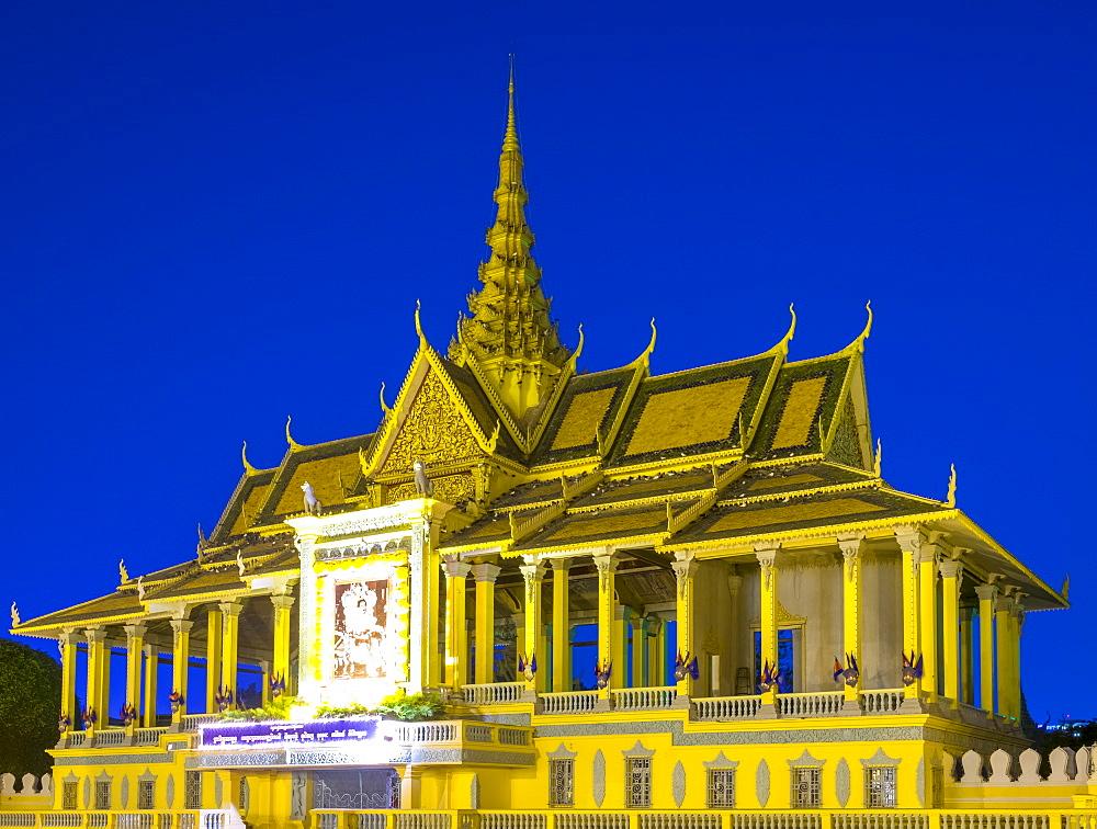 Moonlight Pavilion (Preah Thineang Chan Chhaya) of the Royal Palace at dusk, Phnom Penh, Cambodia, Indochina, Southeast Asia, Asia