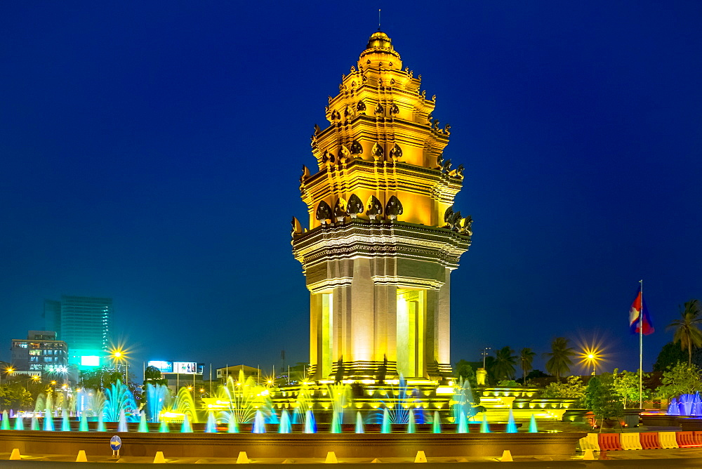Independence Monument at night, Phnom Penh, Cambodia, Indochina, Southeast Asia, Asia