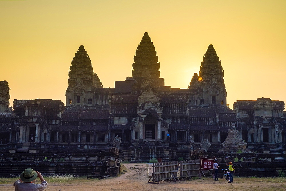 Angkor Wat at sunset, UNESCO World Heritage Site, Siem Reap Province, Cambodia, Indochina, Southeast Asia, Asia
