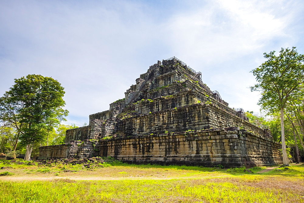 Seven-tiered pyramid Prasat Prang at Prasat Thom, Koh Ker temple ruins, Preah Vihear Province, Cambodia, Indochina, Southeast Asia, Asia