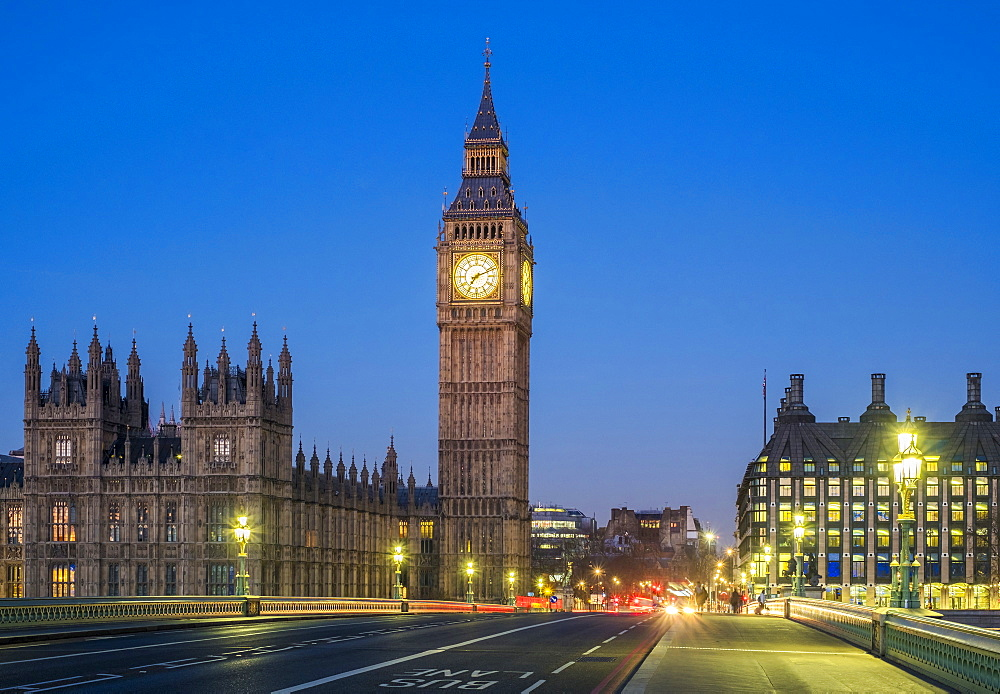 United Kingdom, England, London. Big Ben and Westminster Palace (Houses of Parliament) at dawn.