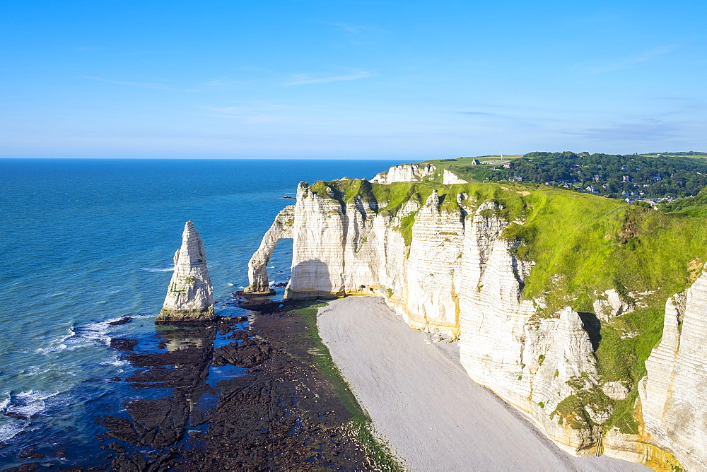 France, Normandy, Seine-Maritime department, Etretat. Aiguille d'Etretat, natural stone arch on the coast of the English Channel - 1217-396