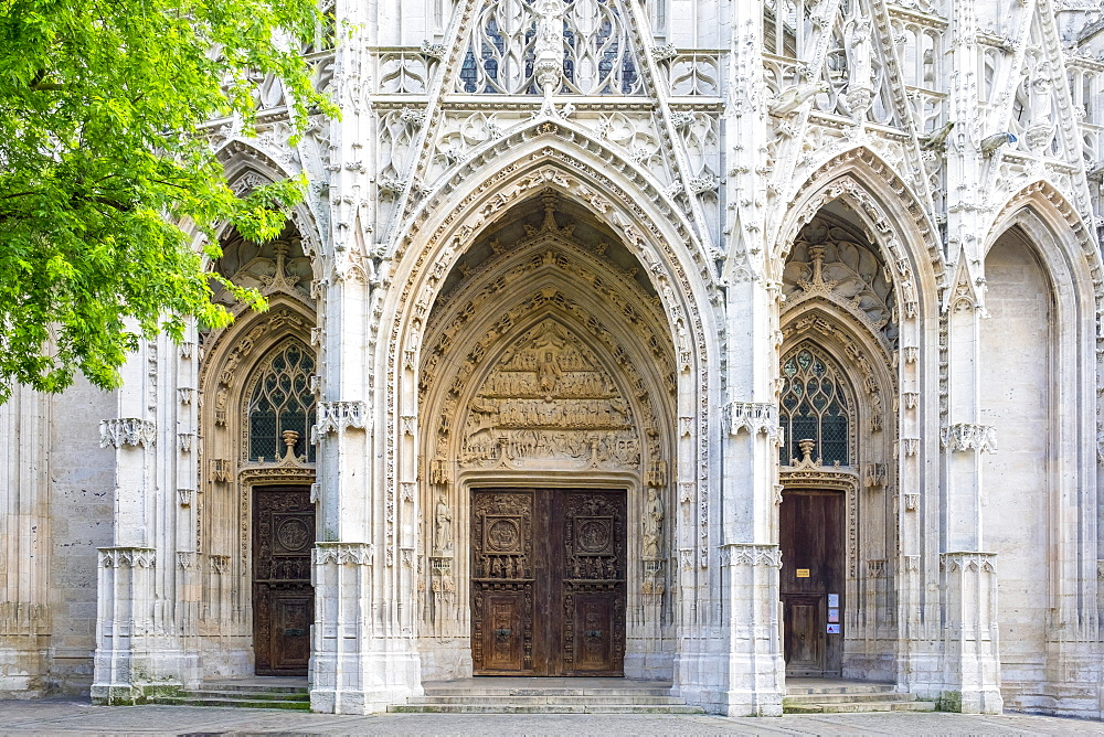 Front portal entrance to Eglise Saint-Maclou church, Rouen, Seine-Maritime Department, Normandy, France, Europe