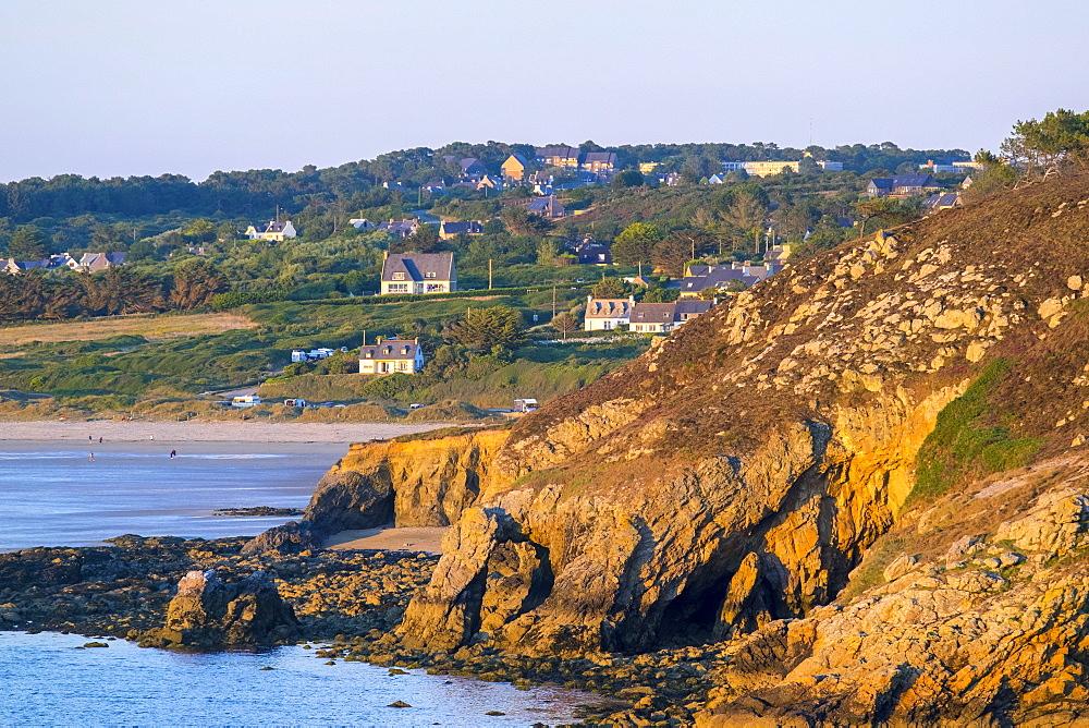 Pointe de Dinan on the Presqu'ile de Crozon, Crozon, Parc Naturel Regional d'Armorique, Finistere, Brittany, France, Europe