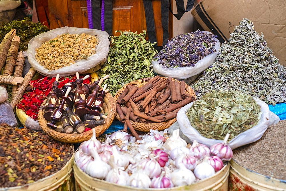 Spice market in Mellah (Jewish Quarter), Medina (old town), Marrakesh, Marrakech-Safi region, Morocco, North Africa, Africa