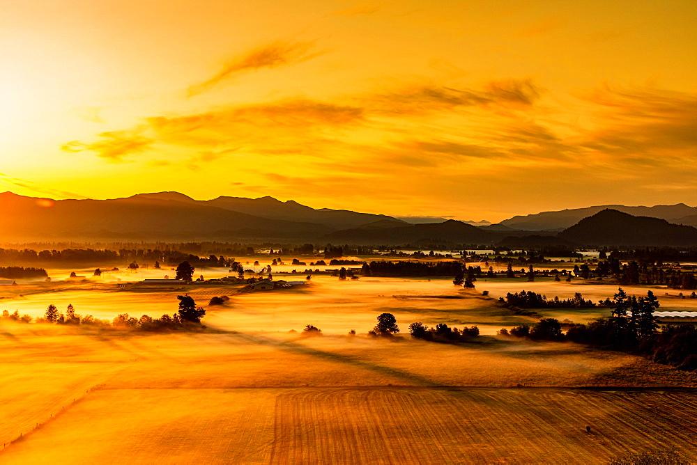 Farmland in Auburn at sunset, Washington State, United States of America, North America - 1218-1084