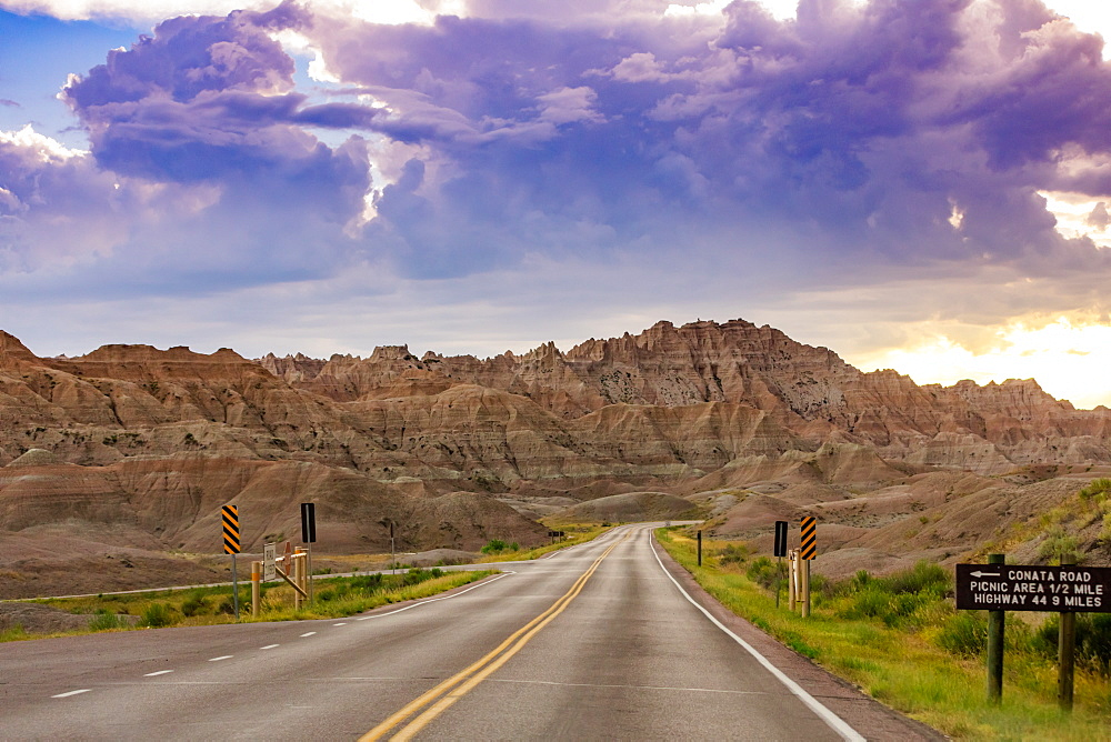 Driving and sightseeing in the Badlands National Park. - 1218-1360