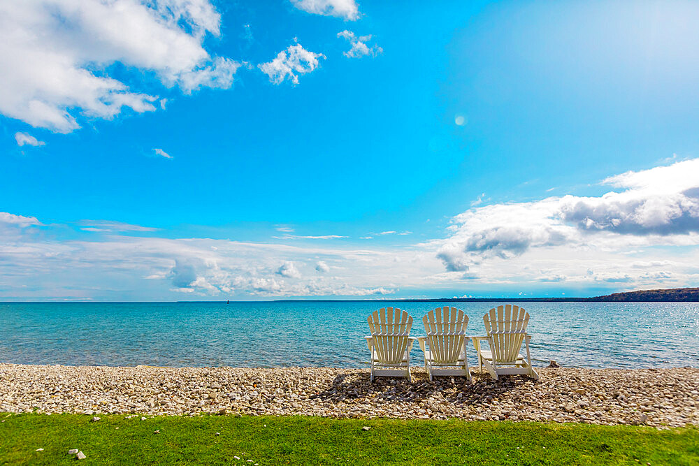 Crystal clear waters and pebbled beaches, Mackinac Island, Michigan, United States of America, North America - 1218-1393