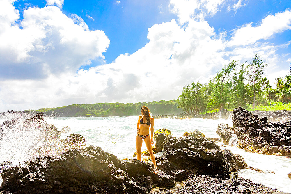 Woman enjoying the oceanside on Maui, Hawaii, United States of America, North America - 1218-1414