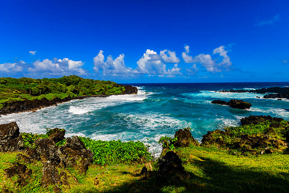 Beautiful view of the oceanside on Maui, Hawaii, United States of America, North America - 1218-1415