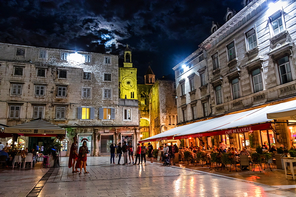 Image of nightlife in Split