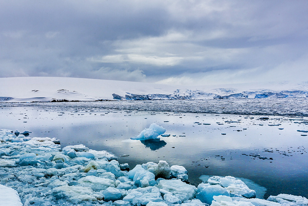 Scenic view of glaciers in Granite Bay, on mainland Antarctica, Polar Regions
