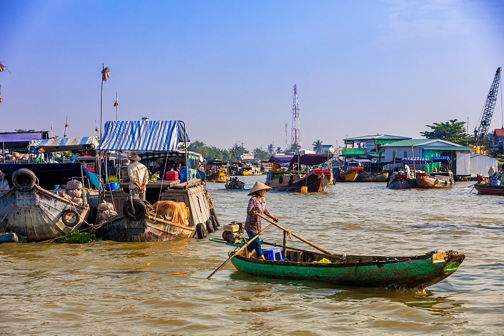 The floating market outside Can Tho, Vietnam, Indochina, Southeast Asia, Asia