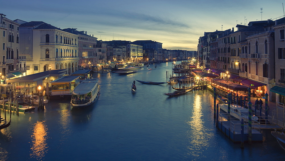 Looking along the Grand Canal from the Rialto Bridge at dusk, Venice, UNESCO World Heritage Site, Veneto, Italy, Europe - 1219-284