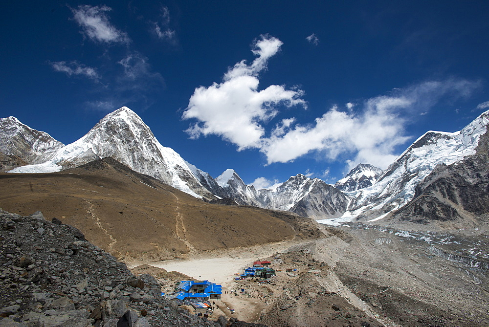 The last village on the Everest Base Camp trek lying at 5100m, Khumbu Region, Nepal, Himalayas, Asia