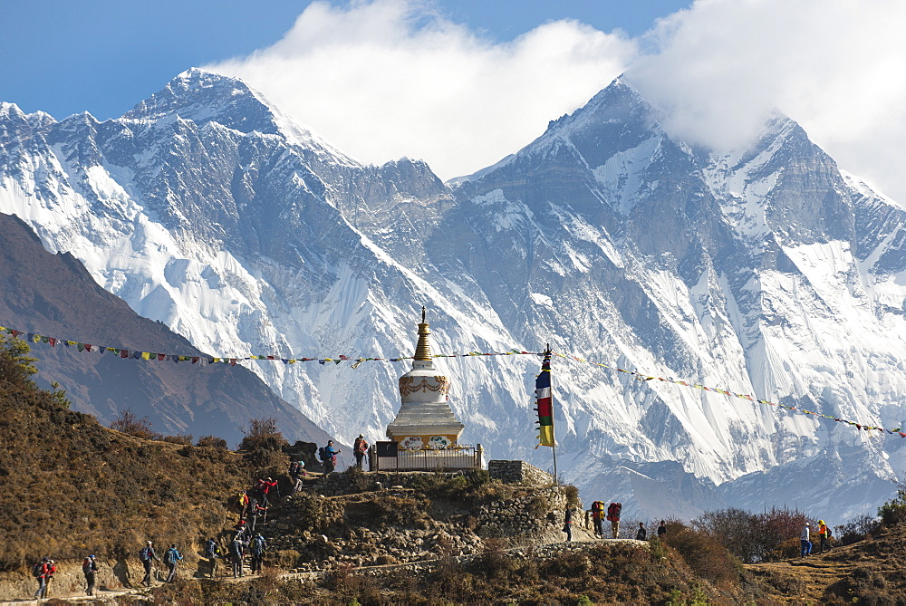 Hoards of trekkers make their way to Everest Base Camp, Mount Everest is the peak on the left, Khumbu Region, Nepal, Himalayas, Asia