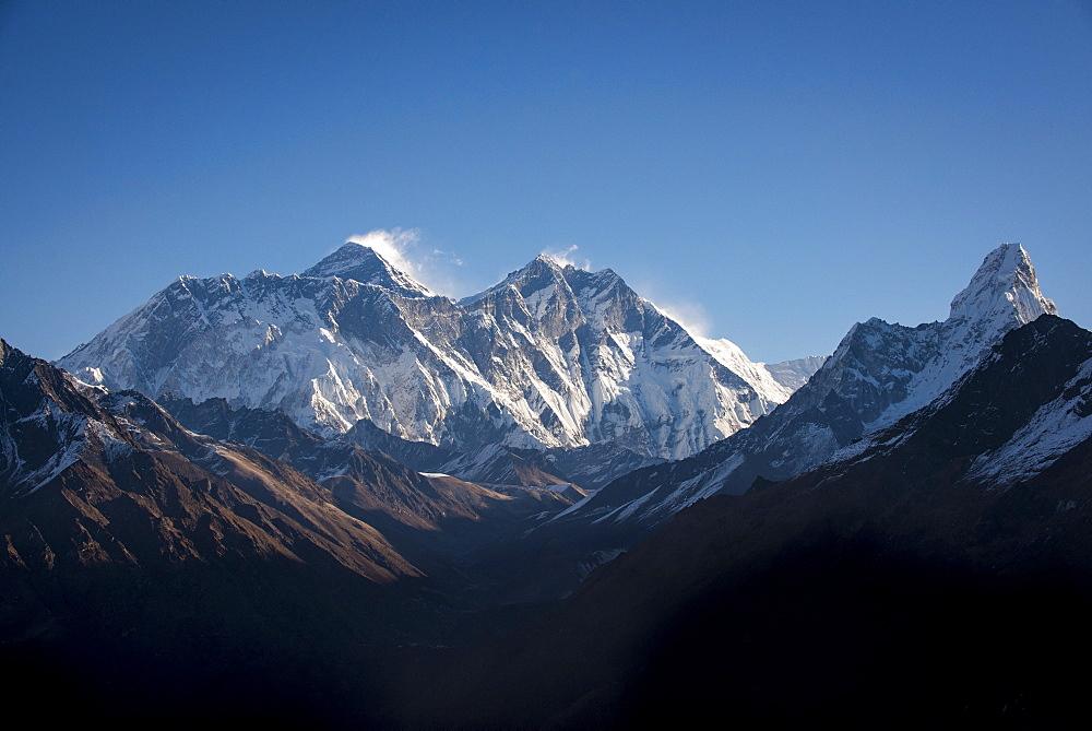 A view of Mount Everest, distant peak to the left behind the Nuptse-Lhotse ridge, from Kongde, Khumbu Region, Nepal, Himalayas, Asia