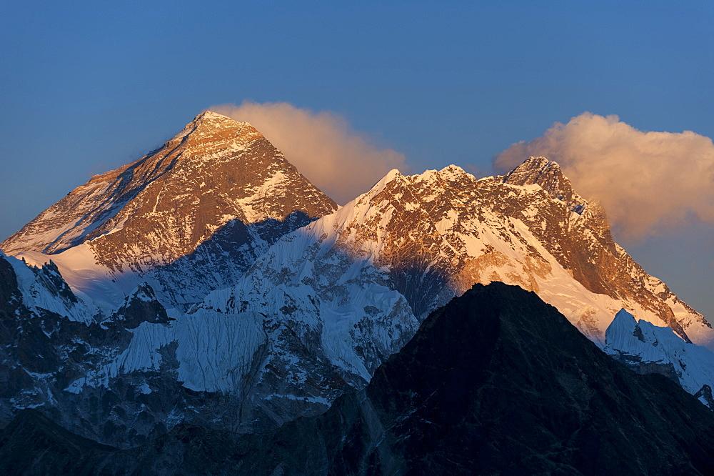 Mount Everest, Nuptse and Lhotse, seen here from Gokyo Ri, Khumbu Region, Nepal, Himalayas, Asia
