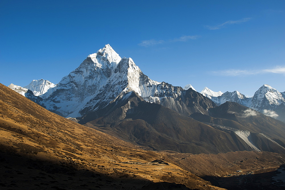 The stunning pointed peak of Ama Dablam, 6812m, seen from Dhukla in the Khumbu Region, Nepal, Himalayas, Asia