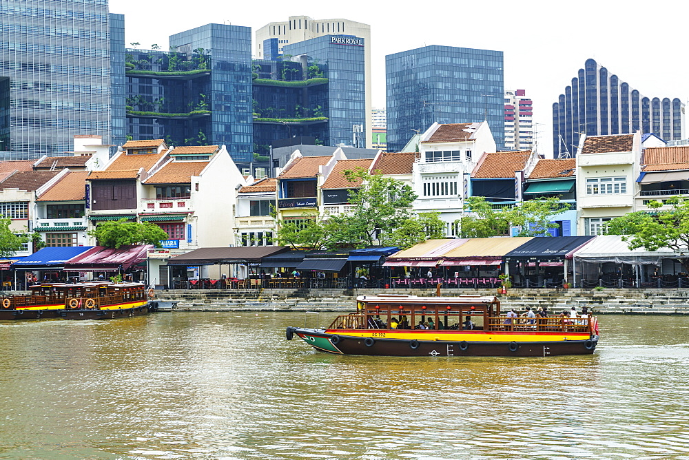 Tour boat passing Boat Quay, Singapore, Southeast Asia, Asia