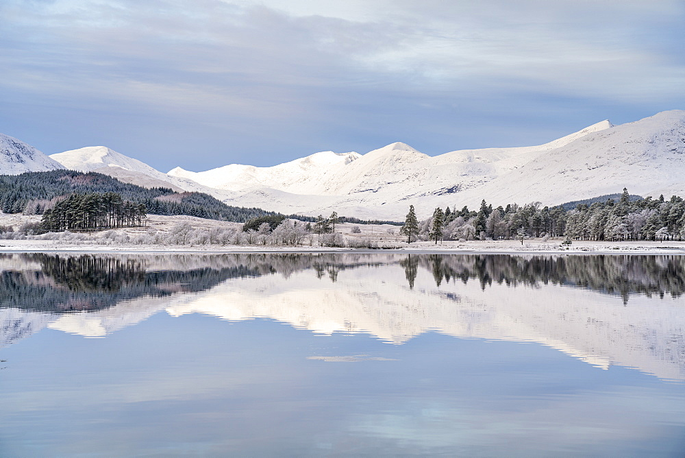 Snow, ice and a hoar frost around Loch Tulla, Bridge of Orchy, Argyll, Central Highlands, Scotland, in mid-winter. - 1228-164