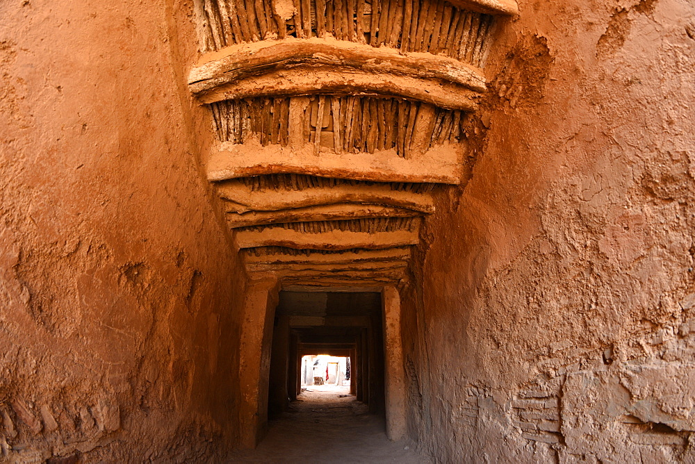 Passage way between two buildings in Taroudant, old berber architecture, Taroudant, Morocco, Africa