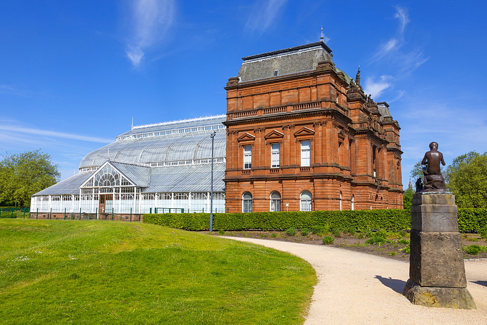 People's Palace and statue, Glasgow Green, Scotland, United Kingdom, Europe